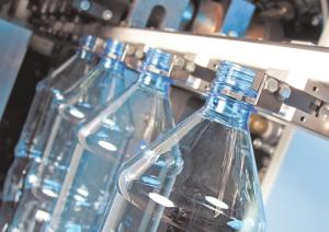 процесс изготовления пластиковых бутылок