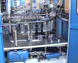 процесс производства бутылок из пластика